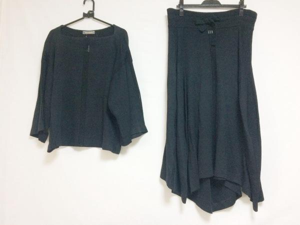 ISSEYMIYAKE(イッセイミヤケ) スカートセットアップ レディース 黒 ニット