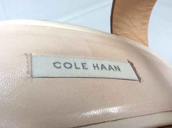 COLE HAAN(コールハーン) サンダル 9 レディース ベージュ 型押し加工 レザー