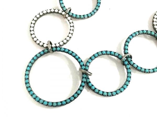 イマック ネックレス美品  金属素材×ラインストーン シルバー×ライトブルー×白