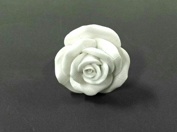 nach(ナッシュ) リング新品同様  陶器×金属素材 白×ゴールド フラワー