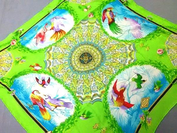 アトリエヴェルサーチ スカーフ美品  ライトグリーン×白×マルチ 花柄