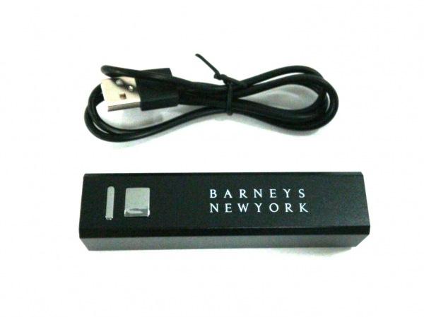 BARNEYSNEWYORK(バーニーズ) 小物美品  黒 モバイルチャージャー 金属素材