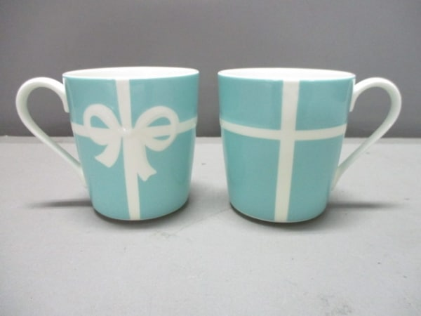 TIFFANY&Co.(ティファニー) マグカップ新品同様  ブルーボウ ライトブルー×白 陶器