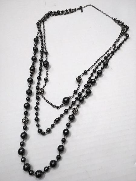 MATERIA(マテリア) ネックレス 金属素材×プラスチック×ラインストーン 3連