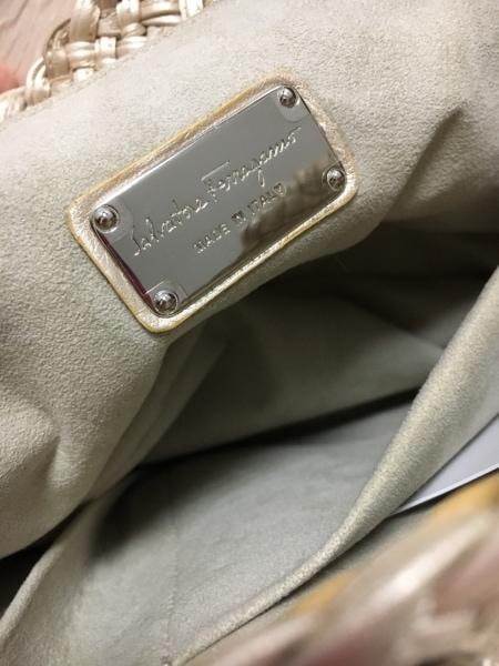 サルバトーレフェラガモ ハンドバッグ美品  ガンチーニ シャンパンゴールド 編み込み