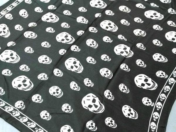 アレキサンダーマックイーン スカーフ美品  黒×アイボリー スカル