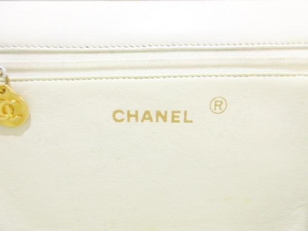 CHANEL(シャネル) ショルダーバッグ マトラッセ 白 チェーンショルダー/ゴールド金具