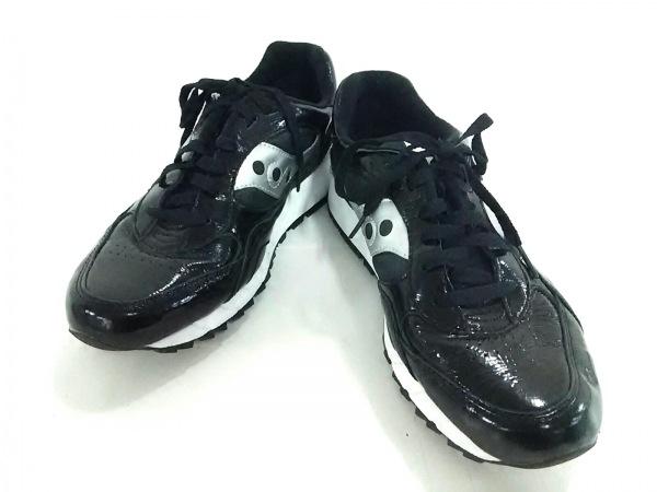 サッカニー スニーカー メンズ美品  黒×シルバー エナメル(合皮)×化学繊維