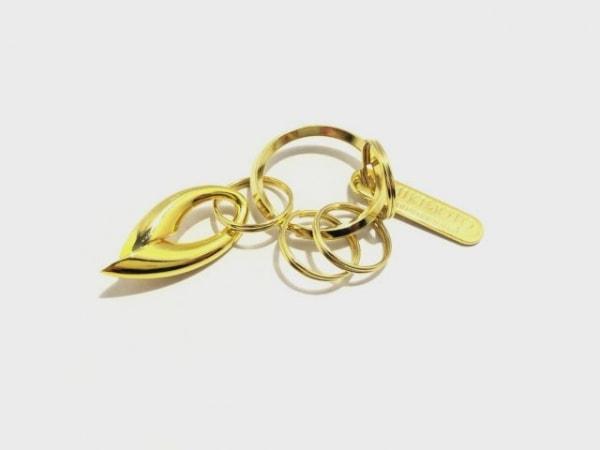ミキモト キーホルダー(チャーム)美品  ゴールド×アイボリー 金属素材×パール