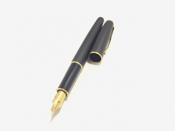 PARKER(パーカー) 万年筆美品  黒×ゴールド インクなし 金属素材