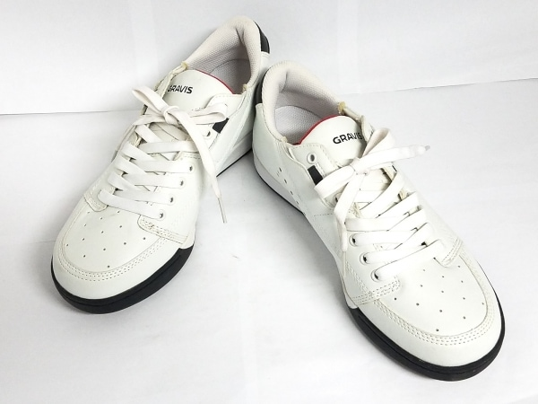 gravis(グラヴィス) スニーカー 26 メンズ美品  白×黒 レザー