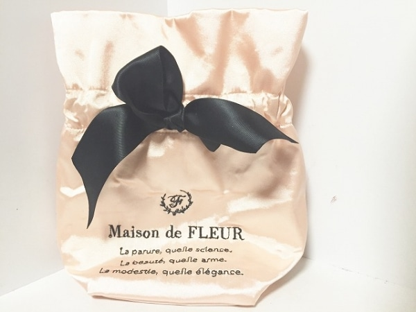Maison de FLEUR(メゾンドフルール) 小物入れ ベージュ×黒 リボン 化学繊維