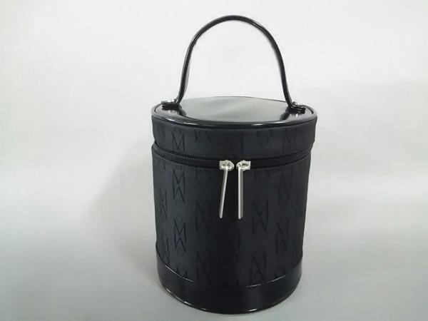 ミキモト バニティバッグ美品  黒 ミラー付き ナイロン×エナメル(レザー)