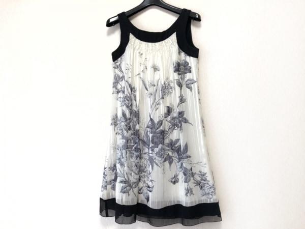 レストローズ ワンピース サイズ2 M レディース美品  白×黒×マルチ 花柄