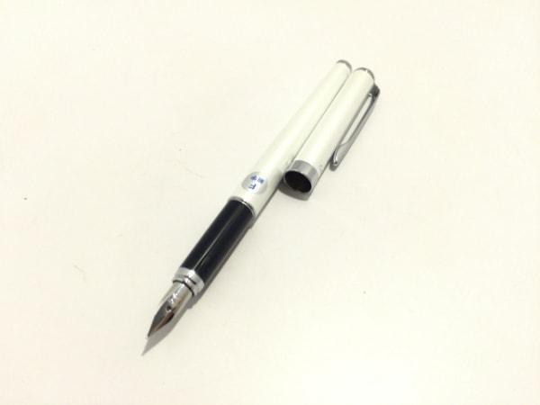 PILOT(パイロット) 万年筆美品  白×シルバー×パープル インクなし 金属素材