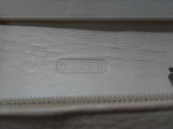 COACH(コーチ) 長財布 シグネチャー柄 カーキ×白×ベージュ