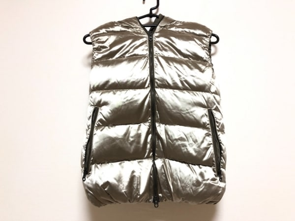 デュベティカ ダウンベスト サイズ40 M レディース美品  FEBEDUE-metallic ベージュ