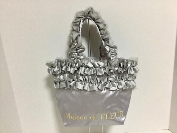 Maison de FLEUR(メゾンドフルール) トートバッグ美品  シルバー フリル 化学繊維