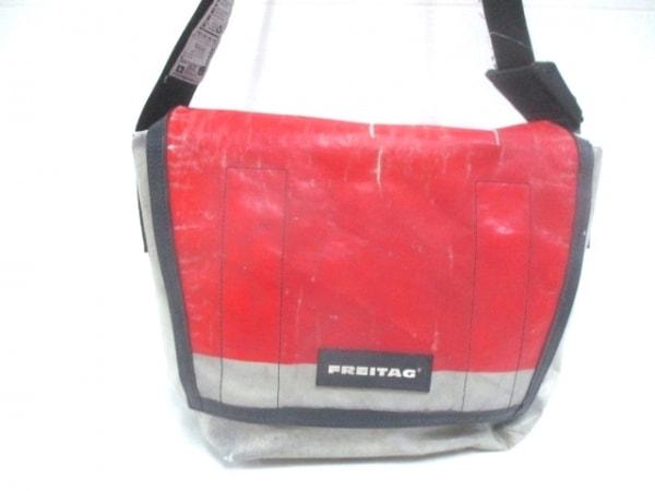 FREITAG(フライターグ) ショルダーバッグ 白×レッド×黒 PVC(塩化ビニール)
