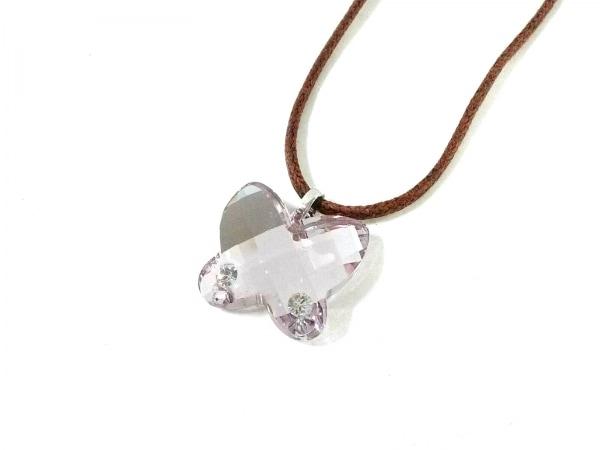 スワロフスキー ネックレス美品  スワロフスキークリスタル ブラウン×ピンク 蝶