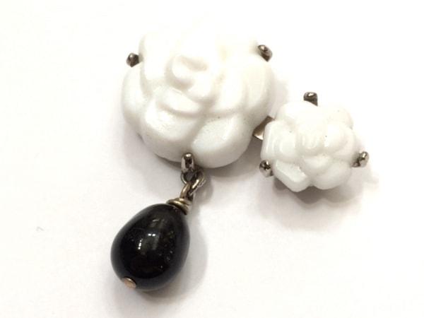フィリップフェランディス ブローチ美品  陶器×カラーストーン 白×黒 フラワー