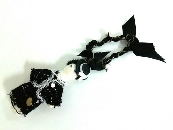 デモデ キーホルダー(チャーム)美品  アイボリー×黒×マルチ フェイクパール/ビーズ