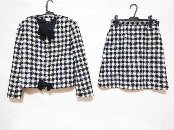 カネコイサオ スカートスーツ レディース美品  黒×アイボリー リボン/チェック柄