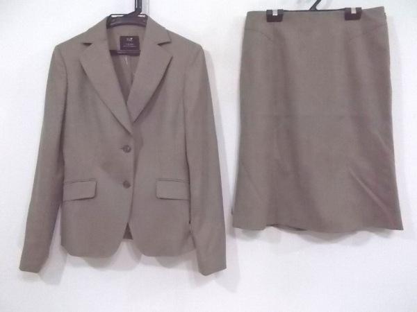 23区(ニジュウサンク) スカートスーツ レディース ベージュ 肩パッド
