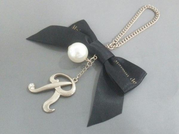 メゾンドフルール キーホルダー(チャーム) ゴールド×黒×白 金属素材×サテン