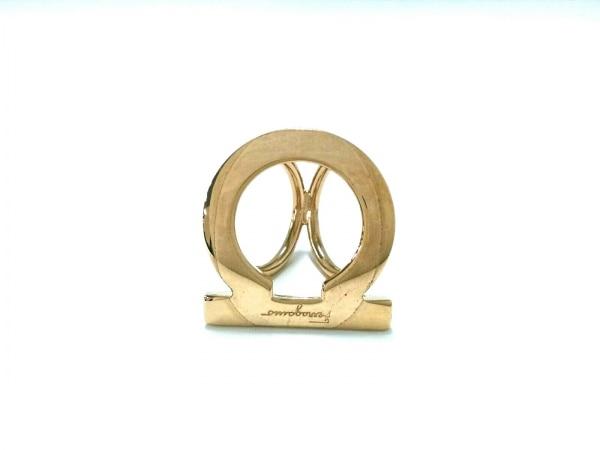 サルバトーレフェラガモ スカーフリング ガンチーニ 金属素材 ゴールド