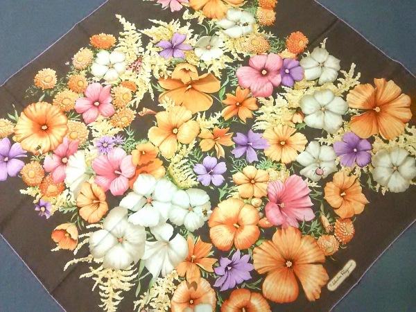 サルバトーレフェラガモ スカーフ美品  ダークブラウン×オレンジ×マルチ 花柄