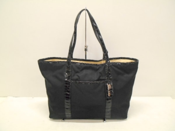 FRECCIA(フレッチャ) トートバッグ美品  黒 型押し加工 ナイロン×エナメル(レザー)