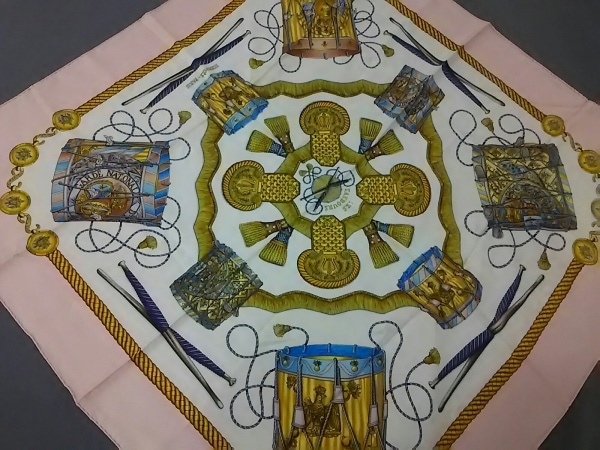 HERMES(エルメス) スカーフ カレ 白×ピンク×マルチ