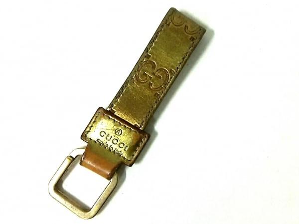 GUCCI(グッチ) キーホルダー(チャーム)美品  シマライン ゴールド×ブラウン
