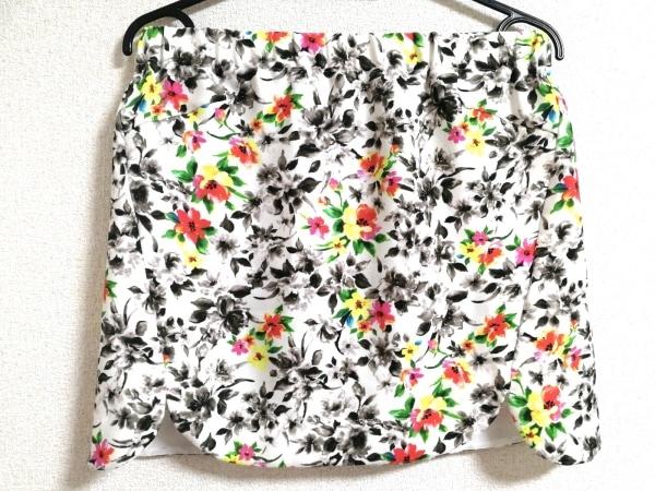フレイアイディー ミニスカート サイズF レディース美品  白×黒×マルチ 花柄