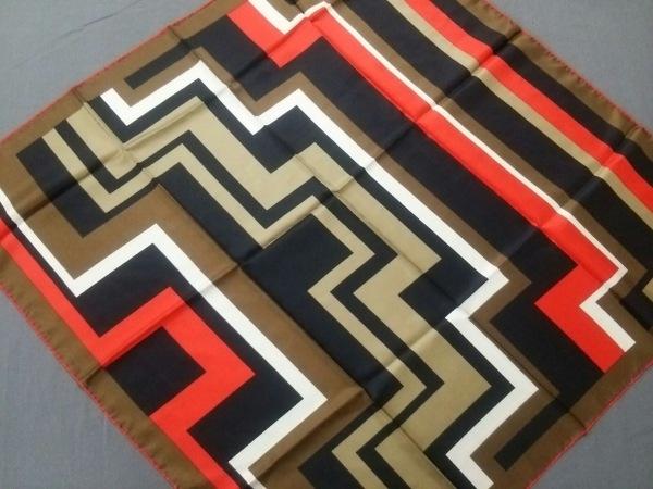 LANVIN(ランバン) スカーフ美品  黒×レッド×マルチ シルク