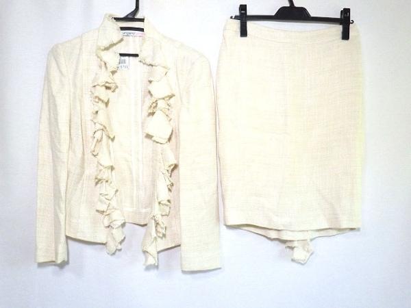ウンガロフューシャ スカートスーツ レディース美品  アイボリー ツイード/フリル