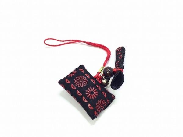 印傳屋(インデンヤ) キーホルダー(チャーム)美品  黒×レッド スエード