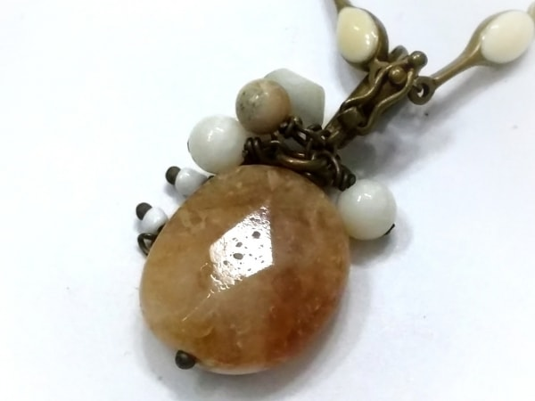 CERASUS(ケラスス) ネックレス 金属素材×カラーストーン ゴールド×アイボリー