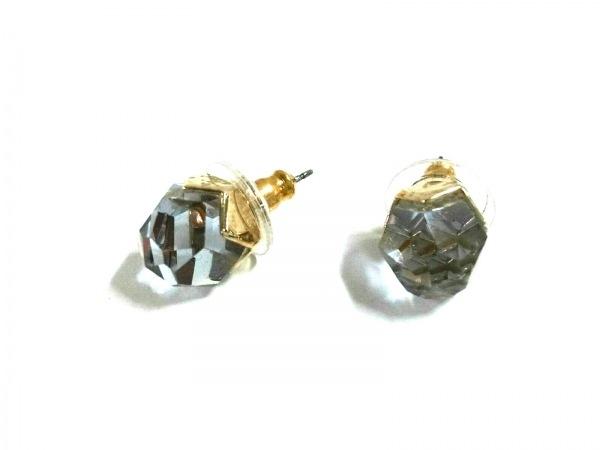 スワロフスキー ピアス美品  金属素材×スワロフスキークリスタル ゴールド×パープル