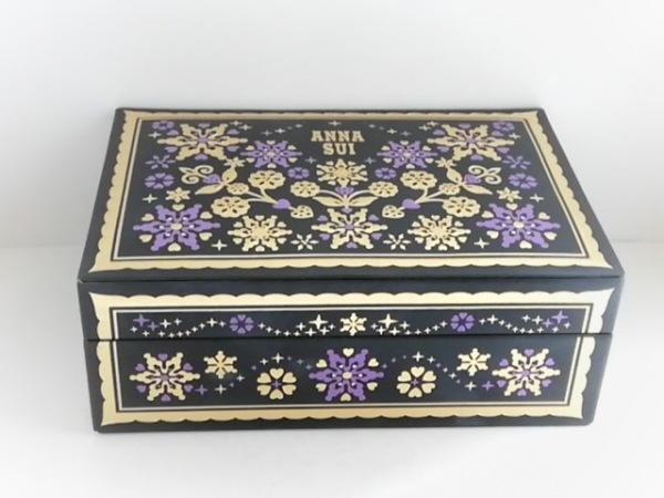 ANNA SUI(アナスイ) 小物入れ 黒×ゴールド×パープル 花柄/ジュエリーケース 合皮