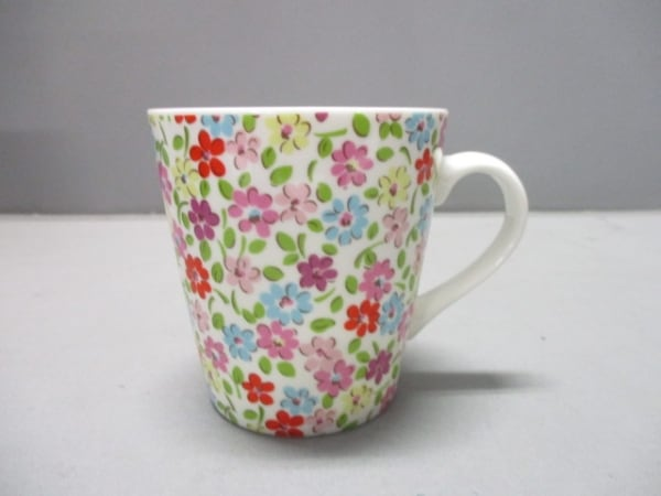 Cath Kidston(キャスキッドソン) マグカップ新品同様  白×マルチ 花柄 陶器