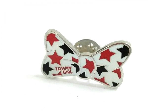 tommy girl(トミーガール) ブローチ美品  金属素材 白×ダークネイビー×レッド