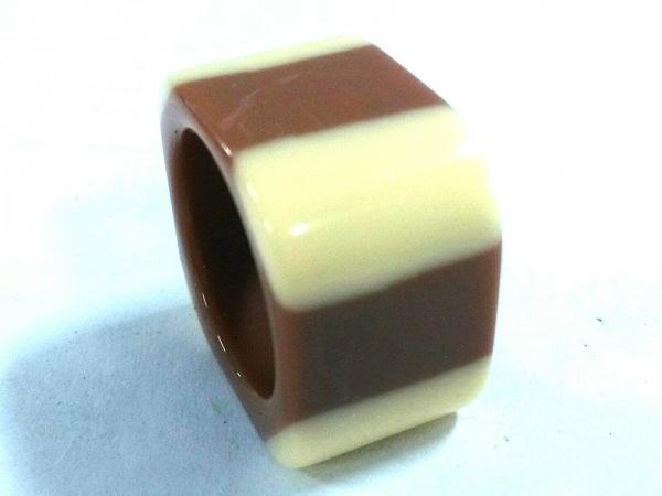 CHANEL(シャネル) リング美品  プラスチック アイボリー×ブラウン ココマーク