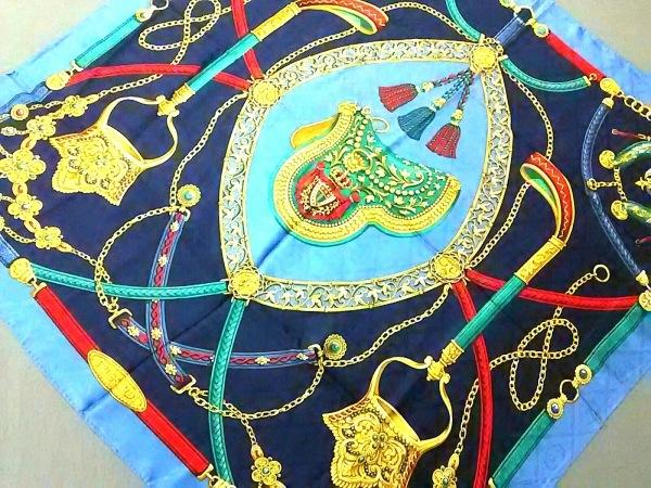 TRUSSARDI(トラサルディー) スカーフ美品  ネイビー×ゴールド×マルチ