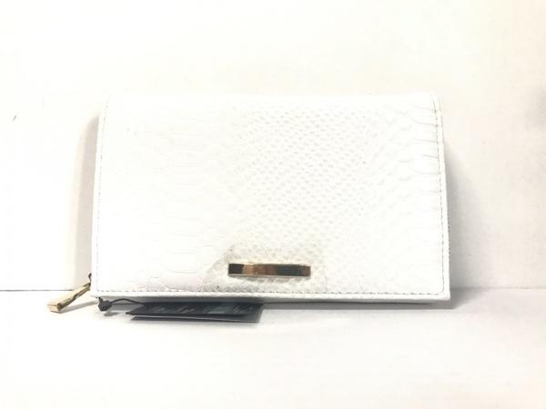 AZUL by moussy(アズールバイマウジー) 財布美品  白 型押し加工 合皮