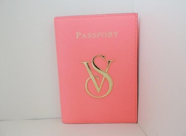 ヴィクトリアシークレット 小物入れ美品  ピンク×ゴールド パスポートケース