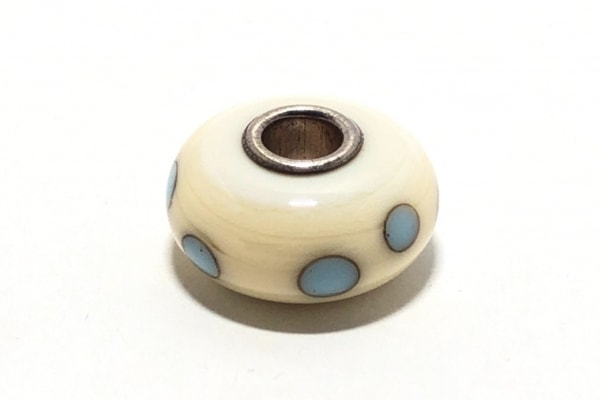 トロールビーズ ペンダントトップ 陶器×シルバー アイボリー×ライトブルー ドット柄