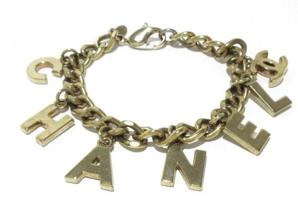 CHANEL(シャネル) ブレスレット 金属素材 ゴールド ロゴモチーフ