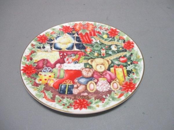 ROYAL DOULTON(ロイヤルドルトン) 小物新品同様  白×マルチ CHRISTMASプレート 陶器